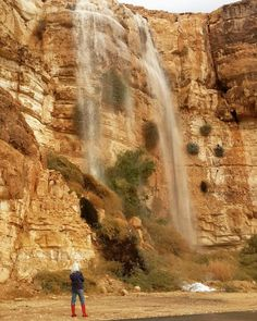 A #storm is coming a #waterfall in the middle of the #desert.  מעלה העצמאות מצפה רמון.  צילום:איתן אופק
