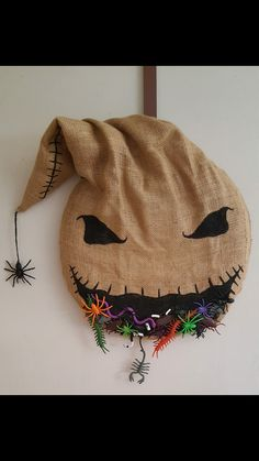 Halloween Door Wreath - Nightmare Before Christmas , Oogie Boogie Nightmare Before Christmas Decorations, Nightmare Before Christmas Halloween, Fete Halloween, Halloween Home Decor, Halloween Projects, Diy Halloween Decorations, Halloween House, Halloween 2020, Holidays Halloween