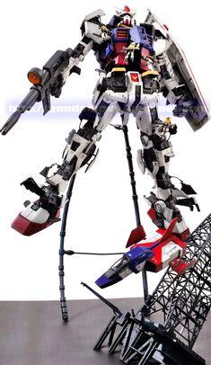 GUNDAM GUY: MG 1/100 RX-78-2 Gundam Ver. 3.0 - Maintenance Hatch Open Diorama [Updated 9/16/13]