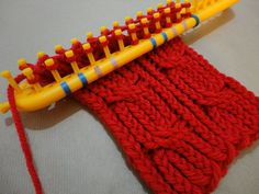 How to Loom Knit a Cabled Scarf with a rectangular loom. DIY Tutorial by Tuteate. This step-by-step tutorial shows you how to knit a cabled scarf with a rectangular loom and wear it as a cowl by sewing 2 buttons to it. Loom Scarf, Loom Knitting Stitches, Knifty Knitter, Loom Knitting Projects, Knitting Videos, Arm Knitting, Yarn Projects, Loom Blanket, Scarf Knit