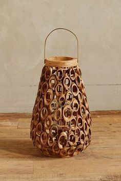 Never thought about cutting bamboo this way- genius! Bamboo Light, Bamboo Lamp, Diy Craft Projects, Wood Projects, Diy And Crafts, Bamboo Screening, Bamboo Architecture, Bamboo House, Bamboo Crafts