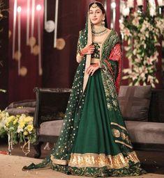 Explore all the latest and trending choli designs for your lehenga. Bridal Mehndi Dresses, Mehendi Outfits, Indian Bridal Outfits, Bridal Lehenga Choli, Pakistani Wedding Dresses, Wedding Lehanga, Sikh Wedding, Wedding Suits, Wedding Ceremony