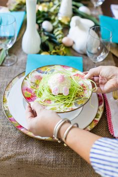 Spring Table Setting | Click through for more Easter decorations and to see this beautiful Easter tablescape!