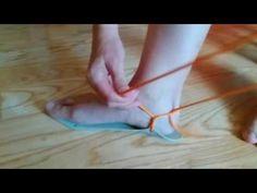Jednoduché vázání barefoot sandálů - YouTube