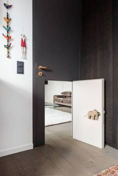 Interesting and unique interior doors. Check the ideas and maybe you will change the boring simple doors in the interior. Casa Kids, Big Doors, Front Doors, Deco Kids, Kids Decor, Home Decor, Kids Corner, Kid Spaces, Kids Bedroom