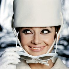 Audrey Hepburn's eye makeup in How to Steal a Million. I love it!