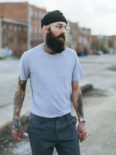 hipster fashion mens-hipster-beanie-fisherman-t-shirt-spring-street-style Hipster Bart, Hipster Beanie, Hipster Stil, Street Mode, Men Street, Beanie Outfit, Beanie Hats, Beard Beanie, Outfits Hombre
