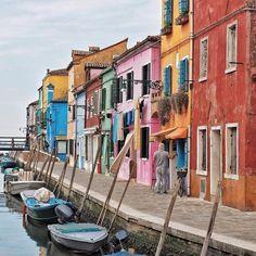GUTE-LAUNE-INSEL BURANO #burano #venedig #venice #venezia #photooftheday #colours #streetphotography www.porip.de