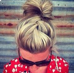 Always Dolled Up: 20 Amazing Buns for Bad Hair Days.i wish my hair looked this good on a bad hair day. Good Hair Day, Great Hair, Awesome Hair, My Hairstyle, Pretty Hairstyles, Bun Hairstyles, Hairstyle Ideas, Summer Hairstyles, Hairstyles For Medium Length Hair Easy