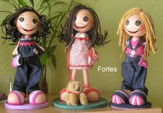 MANY fun foam dolls styles w/only photos, but good photos for references...NOT in English