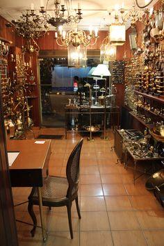 Louvre,Artesanato em Bronze, é dica de ouro em São Paulo. A loja é pequena, quase acanhada, mas basta uma olhada para o interior para perceber a qualidade do trabalho iniciado pelo espanhol Mariano Florez, que trouxe a técnica direto da Espanha