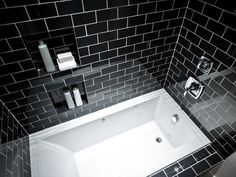 Bathroom:Minimalist Bathroom Shower Design With Rectangle White Bathtub And Black Tile Wall Decor Idea Things That Matter When Decorating Bathrooms with Black Shower Tile Black Subway Tiles, Black Tiles, Black Tile Bathrooms, Small Bathroom, Bathroom Things, Neutral Bathroom, Modern Bathrooms, White Bathroom, Bad Inspiration