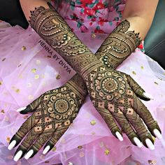 Our list of circular mehndi designs for hands is not just perfect for the demure bride, but also for the dashing groom. If henna circles flare your fancy for your wedding day, this is it. We also have a list of mehndi vendors you can check out. Henna Hand Designs, Wedding Henna Designs, Engagement Mehndi Designs, Latest Bridal Mehndi Designs, Legs Mehndi Design, Full Hand Mehndi Designs, Mehndi Designs For Girls, Latest Mehndi Designs, Arabic Mehndi Designs Brides
