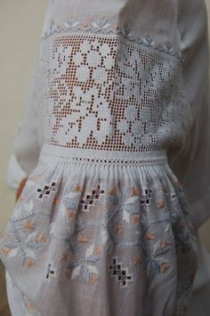 Folk Embroidery, Embroidery Fashion, Embroidery Patterns, Nicole Fashion, Folk Fashion, Embroidered Clothes, Crochet Blouse, Types Of Dresses, Couture