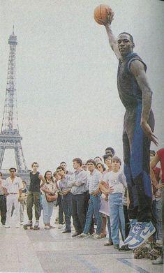 Michael Jordan in Paris (Love the UNC blue sneakers! Usc Basketball, Michael Jordan Basketball, Basketball Legends, Love And Basketball, Basketball Tickets, Michael Jordan Pictures, Michael Jordan Photos, Basketball Pictures, Sports Pictures