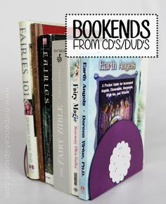 DIY Bookends from Upcycled CDs Plus 14 More Brilliant DIY Projects to Do With Your Old CDs! Make your shiny CDs useful again with these clever upcycling craft project and DIY ideas. Unique Wall Decor, Cute Home Decor, Secret Hiding Places, Mosaic Birdbath, Cd Crafts, Record Crafts, Upcycled Crafts, Old Cds, Book Wall