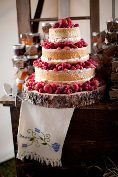 Naked Sponge Cake Topped With Strawberries Theresafurey