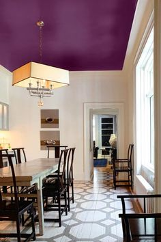 dining room with white walls and rich purple painted ceiling.love this idea for color on ceiling Accent Ceiling, Ceiling Chandelier, Chandeliers, Home Interior, Interior Design, Colored Ceiling, Ceiling Color, Purple Ceiling Paint, White Ceiling
