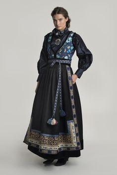 fantasistakk-1121 Costume Ethnique, Folk Fashion, Renaissance Fashion, Ethnic Fashion, Character Outfits, Looks Cool, Historical Clothing, Mode Inspiration, Belle Photo
