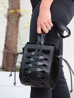 Very interesting handbag.  Looks like something I would carry :)