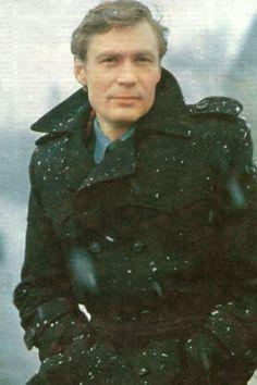 Александр  Михайлов  (Г.р.  1944). Обложка журнала «Советский экран» № 20, октябрь 1981 года