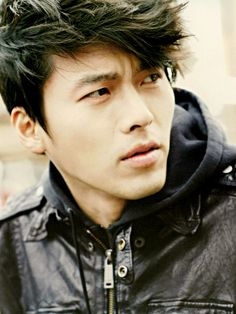 Hyun Bin. Such a sexy stare..
