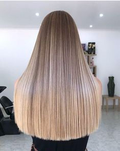straight ash blonde hair with blunt cut. Balayage Straight Hair, Brown Hair Balayage, Honey Blonde Hair, Blonde Hair Looks, Blonde Long Hair, Medium Ash Blonde Hair, Ashy Blonde, Hair Medium, Brunette Hair