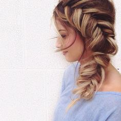Side fishtail braid giving us hair envy this morning! Cool Hairstyles For Girls, Messy Hairstyles, Pretty Hairstyles, Prom Hairstyles, Latest Hairstyles, Good Hair Day, Great Hair, Corte Y Color, My Hairstyle