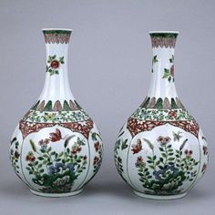 PAIR OF CHINESE FAMILLE ROSE GLOBULAR VASES : Lot 226