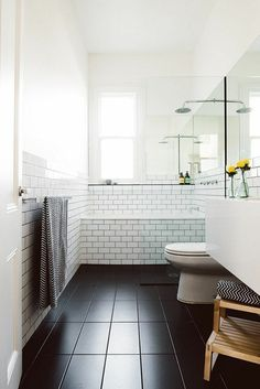 42 Pleasant Small Bathroom Shower With Tub Tile Design Ideas - Page 11 of 43 Black Tub, Black And White Tiles Bathroom, Small Bathroom With Shower, Modern Bathroom, Ceramic Tile Bathrooms, Tub Tile, Best Bathroom Designs, Bathroom Ideas, Unit Bathroom