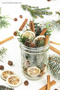 This homemade pine potpourri smells a little like a walk through a wintery forest and is a perfect handmade gift for nature lovers. The balsamic conifer smell blends with the spices and a hint of lemon – so refreshing and relaxing! Homemade Potpourri, Potpourri Recipes, Simmering Potpourri, Stove Top Potpourri, Homemade Christmas Gifts, Homemade Gifts, Handmade Christmas, Natural Christmas, Fall Table