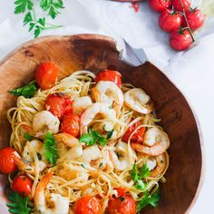 Roast Cherry Tomato and Chilli Prawn Pasta by Leah Itsines Cooked Prawn Recipes, Easy Pasta Recipes, Veggie Recipes, Seafood Recipes, Vegetarian Recipes, Cooking Recipes, Healthy Recipes, Veggie Meals, Healthy Habits