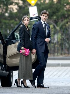 Olivia Palermo wearing Sondra Roberts Rose Satin Box Clutch, Emporio Armani Jacket and Velvet Angel Standard Pumps.