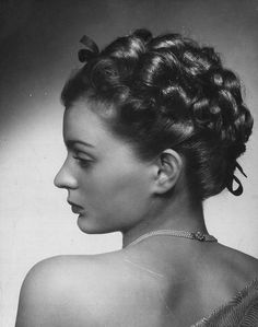A gorgeous curl filled 1940s updo - complete with a darling little hair ribbon. #vintage #1940s #hair