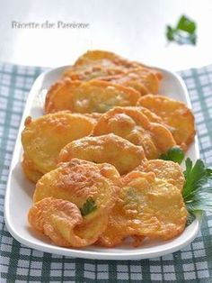 Frittelle di patate, una ricetta della tradizione calabrese Potato Dishes, Savoury Dishes, Antipasto, Finger Food Appetizers, Appetizer Recipes, Healthy Dishes, Healthy Cooking, Mini Tartlets, Best Italian Recipes