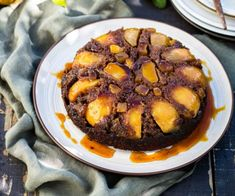 This pear and gingerbread upside-down cake recipe has it all going on! Golden syrup, lush pears and crystallised ginger come together to create the ultimate treat. Serve warm for maximum enjoyment Baking Recipes, Cake Recipes, Dessert Recipes, Desserts, Baking Ideas, Dessert Ideas, Yummy Recipes, Recipies, Yummy Food