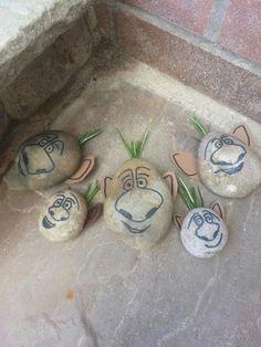 DIY rock trolls from Frozen. Great to hide in the garden for parties! | Disney DIY | Disney Crafts |