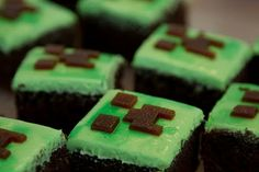 "Candy Bar Cupcakes: Minecraft Cupcakes ""Creeper"" or brownies Minecraft Birthday Party, 10th Birthday Parties, Birthday Treats, Birthday Cake, Minecraft Cupcakes, Minecraft Food, Minecraft Crafts, Minecraft Stuff, Minecraft Ideas"