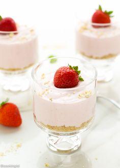 No-Bake-Light-Strawberry-Cheesecake-parfaits