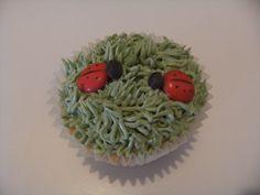 Ladybug in Grass Cupcakes Bear Cakes, Ladybug, Grass, Cupcakes, Ethnic Recipes, Food, Cupcake Cakes, Grasses, Essen