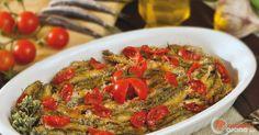 Scopri la ricetta: alici rosse in tortiera. Ingredienti: Pomodori pachino, Aceto di vino bianco, Olio extravergine di oliva, Sale fino, Aglio, Pane grattugiato, Origano, Aceto di vino bianco, Alici.