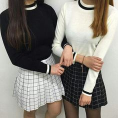 Best Friend Matching Outfits Source by Outfits casual Grunge Style Outfits, Outfits Casual, Style Grunge, Cute Outfits, Soft Grunge, Asian Fashion, Look Fashion, 90s Fashion, Fashion Outfits