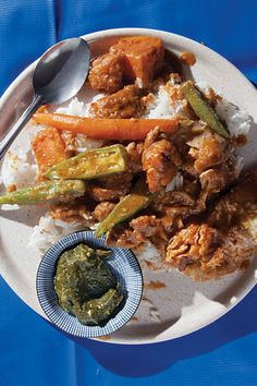 (African Okra Peanut Chicken Stew) For this delicious, sumptuous stew, you can make your own peanut butter or use a natural version, minus the stablizers and sugar found in many commercial brands, to get the right silky texture and pure peanut flavor. Okra Recipes, Cabbage Recipes, Cooking Recipes, Fast Recipes, Vegan Recipes, Stew Chicken Recipe, Chicken Seasoning, Chicken Recipes, Senegalese Recipe