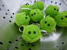 Sprouts, love em or hate em it wouldnt be Christmas without em!  For far too long spouts have been confined to the kitchen, this year why not make the humble sprout the star of the show with this ultra cute garland.  This garland consists of 8 wee sprouts, each has been lovingly hand made with a needle felted core of Undyed British Shetland sheep wool surrounded with bright green felt leaves and a couple of black bead eyes. They are strung together on ivory ribbon, if youd prefer a…