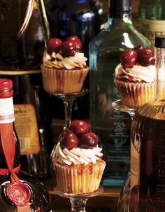By Lynn Andriani We've tracked down 10 of the tastiest hand-held treats out there, from the wonderfully plain Jane to the just plain wondrous maple-bacon cupcake.