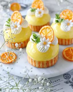 These orange cheesecake tarts is the taste of SUMMER we are craving for! Would these make it to your desert table? Beautiful Cupcakes, Beautiful Desserts, Mini Cakes, Cupcake Cakes, Cheesecake Tarts, Fancy Desserts, Small Desserts, Gourmet Desserts, Plated Desserts