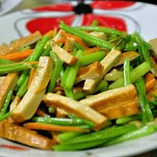 Tofu gan frito con apio