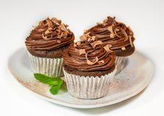 Если вы любите выпечку с насыщенным шоколадным вкусом - этот рецепт как раз для вас. Я бредила этими кексами неделю - так мне хотелось шоколада. Результат ни на грамм не разочаровал. Эти капкейки с удовольствием ели даже те, кто не считает себя фанатами шоколада. При желании для украшения капкейков можно использовать крем из пряного яблочного [...]