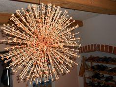 Nevšední vánoční dekorace v podobě slunce. Polaz se dříve věšel ve světnici v době slunovratu - jeho střed tvoří menší koule, do které jsou napíchány špejle zdobené různými drobnostmi. Já jsem využila kůru pomeranče a mandarinky.