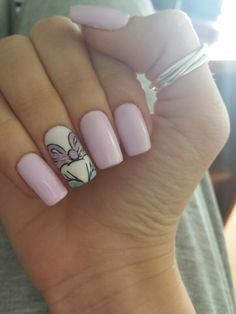 Lilac nails / daisy duck